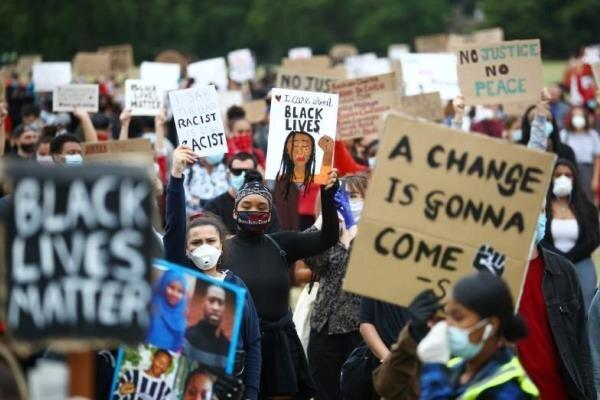 تظاهرات ده ها هزار نفری در مرکز لندن در اعتراض به قتل جورج فلوید