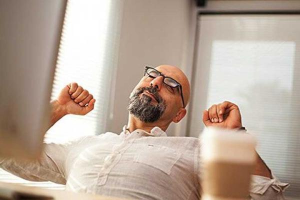نشستن طولانی چه مشکلاتی را برای سلامتی ایجاد می کند؟